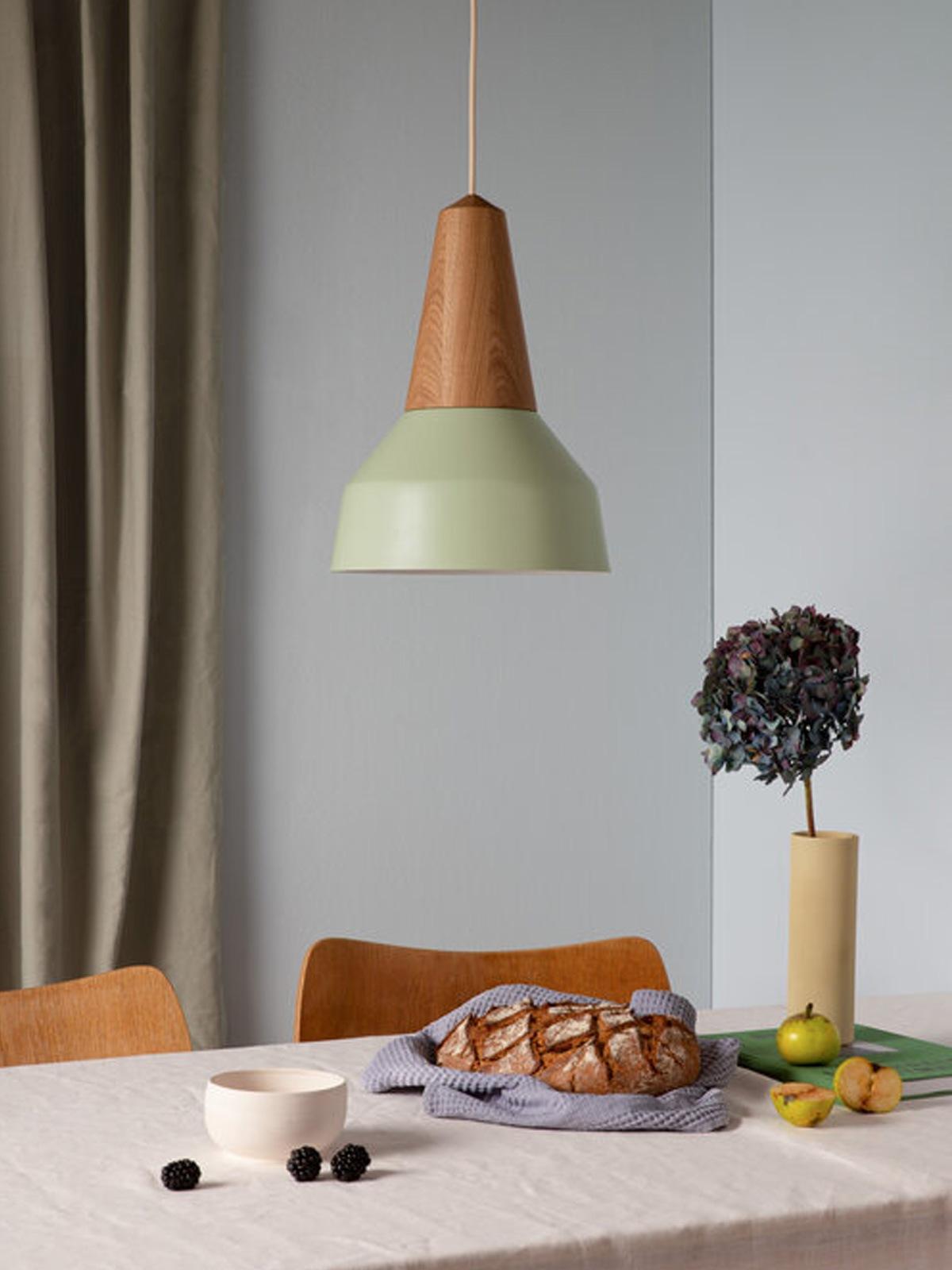 DesignOrt Lampenblog: Designerleuchten in Grün Eikon Basic von Schneid in Pistazie