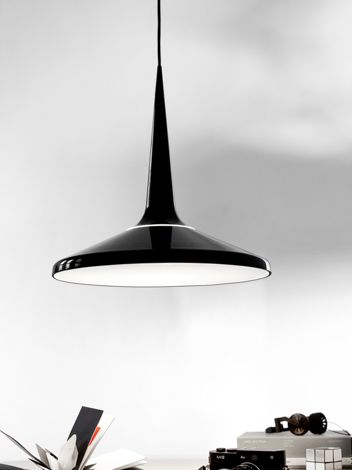 Lightyears Lampe mit Diffusor Juicy in Schwarz