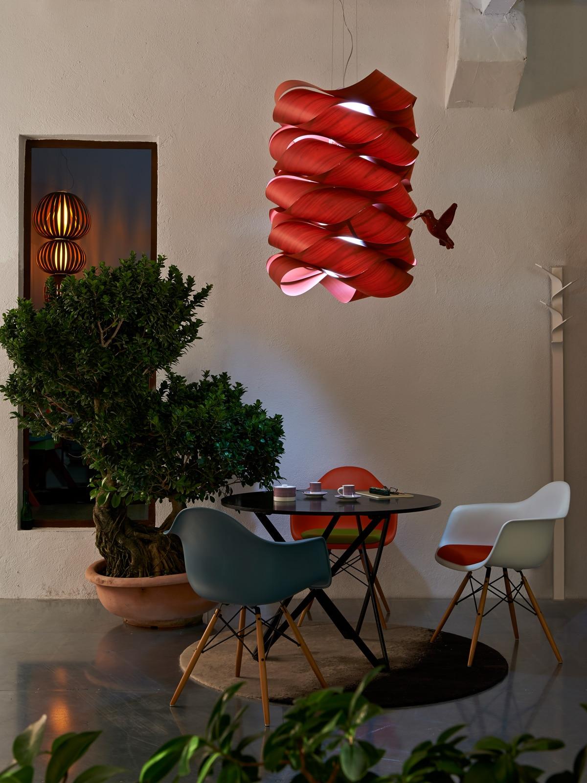 DesignOrt Blog: Faszination Farbe: Holzfurnier von LZF Lamps Link Chain