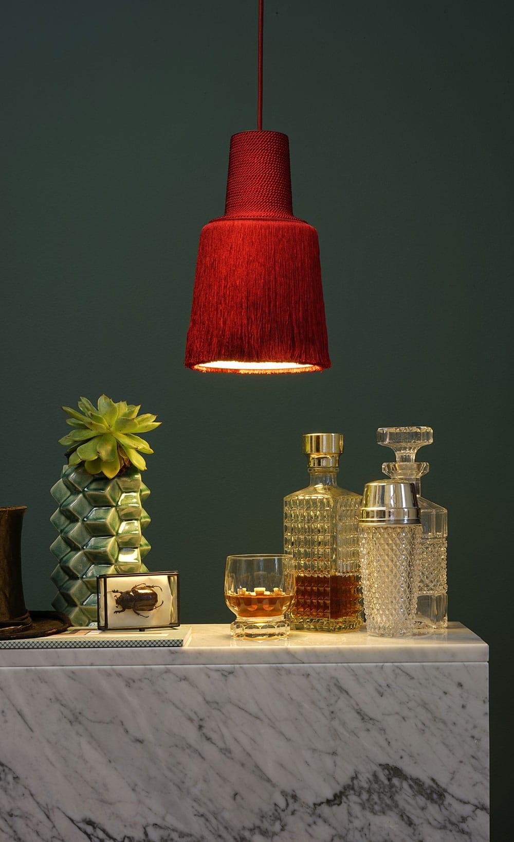 DesignOrt Blog: Designerleuchten in Rot Haengelampe aus Textilfäden Pascha fraumaier