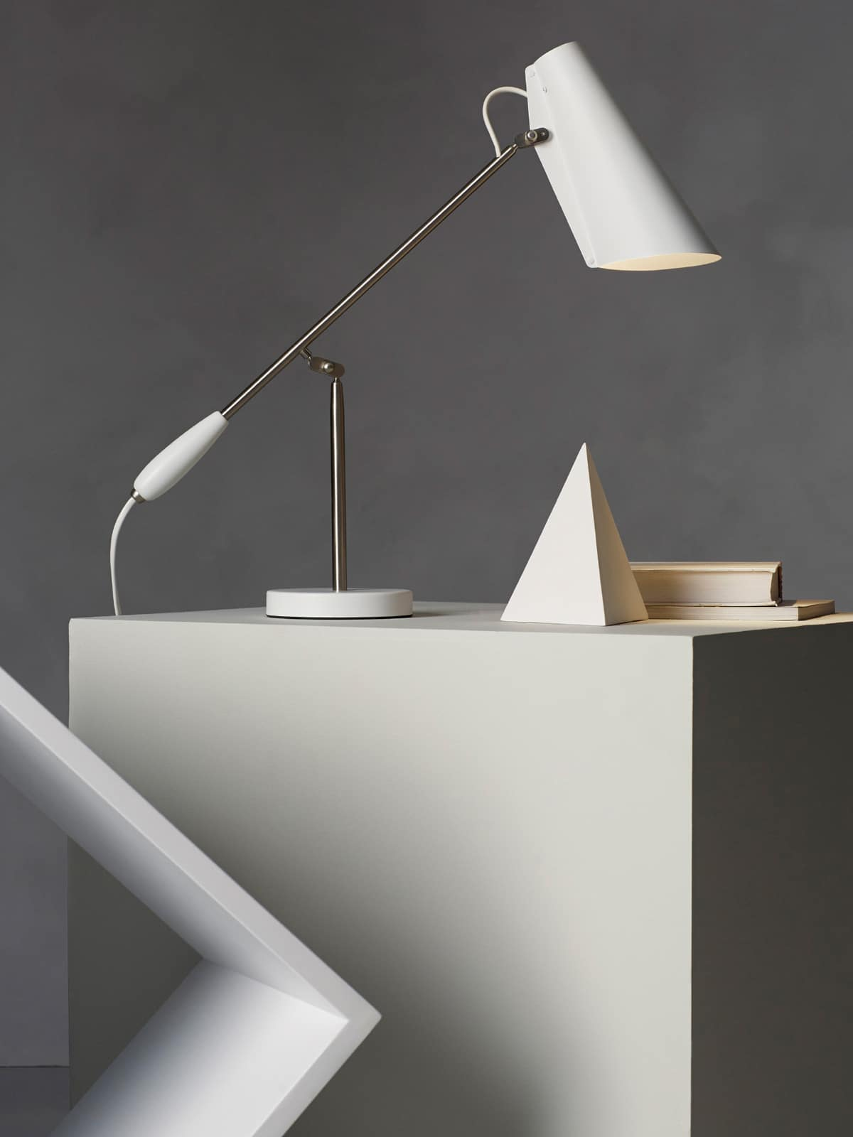 klassische designerleuchten lampen leuchten. Black Bedroom Furniture Sets. Home Design Ideas