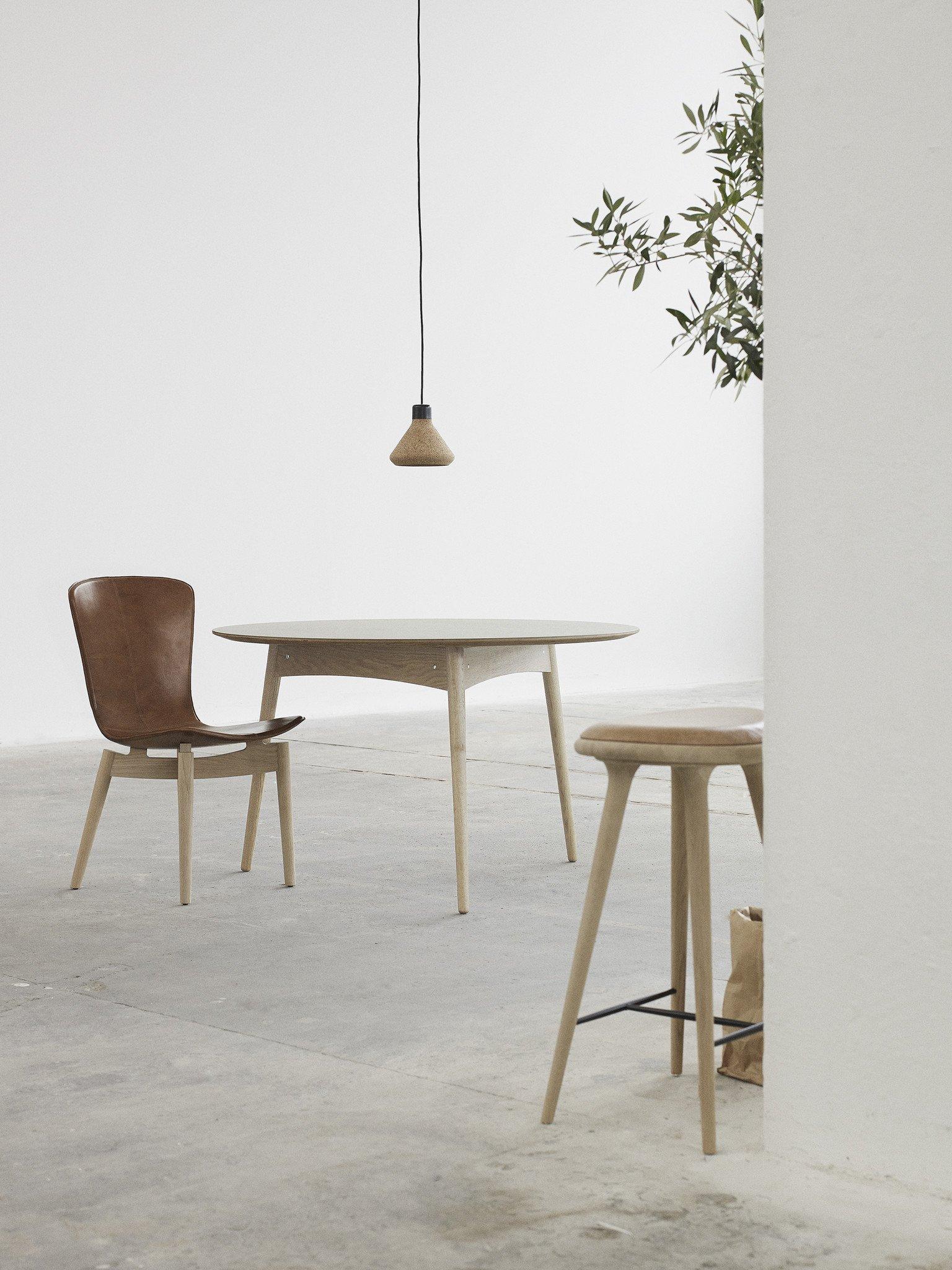 Luiz Lamp von Mater über Tisch DesignOrt Onlineshop