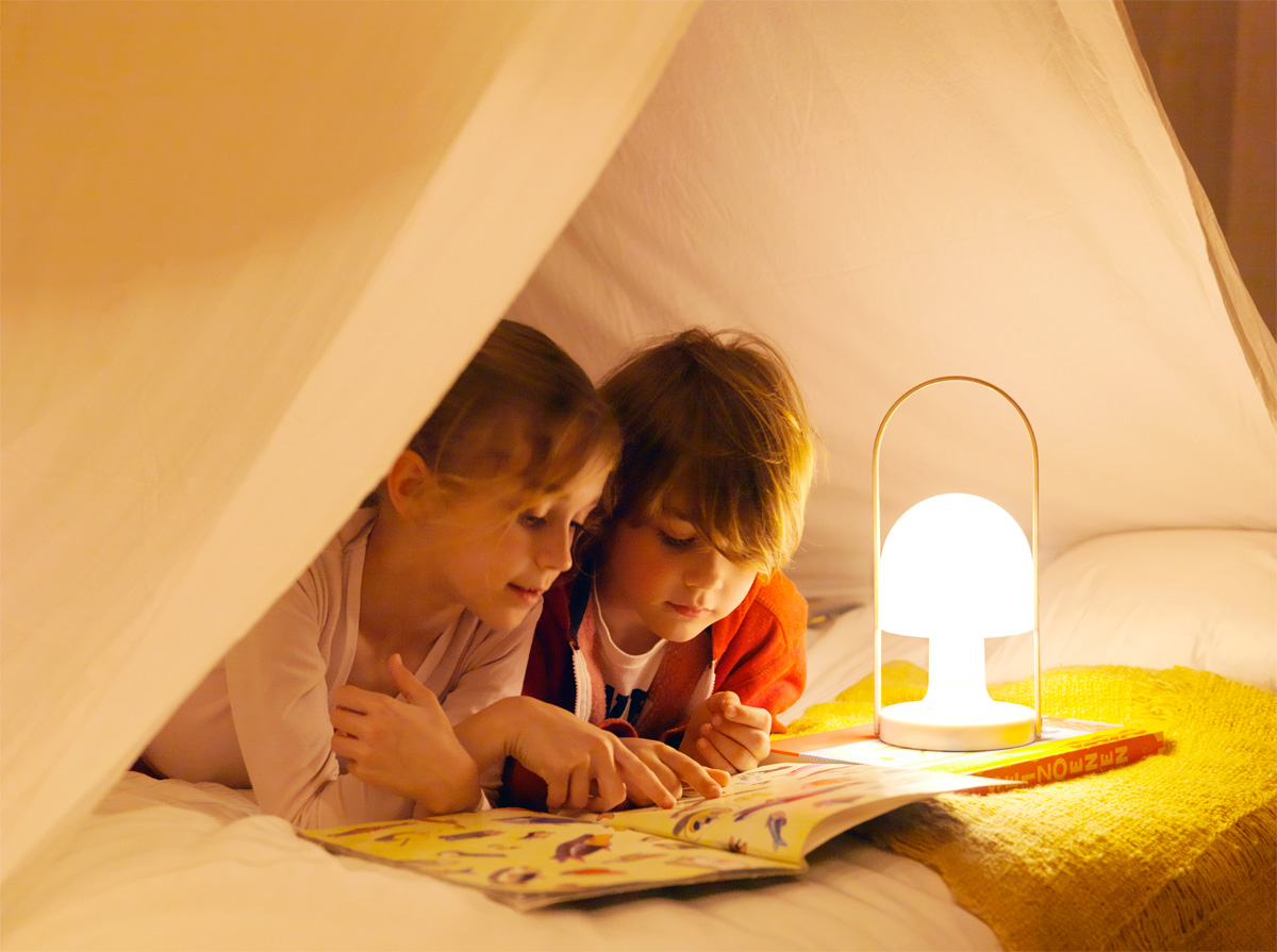 Marset Followme mit Kindern im Zelt