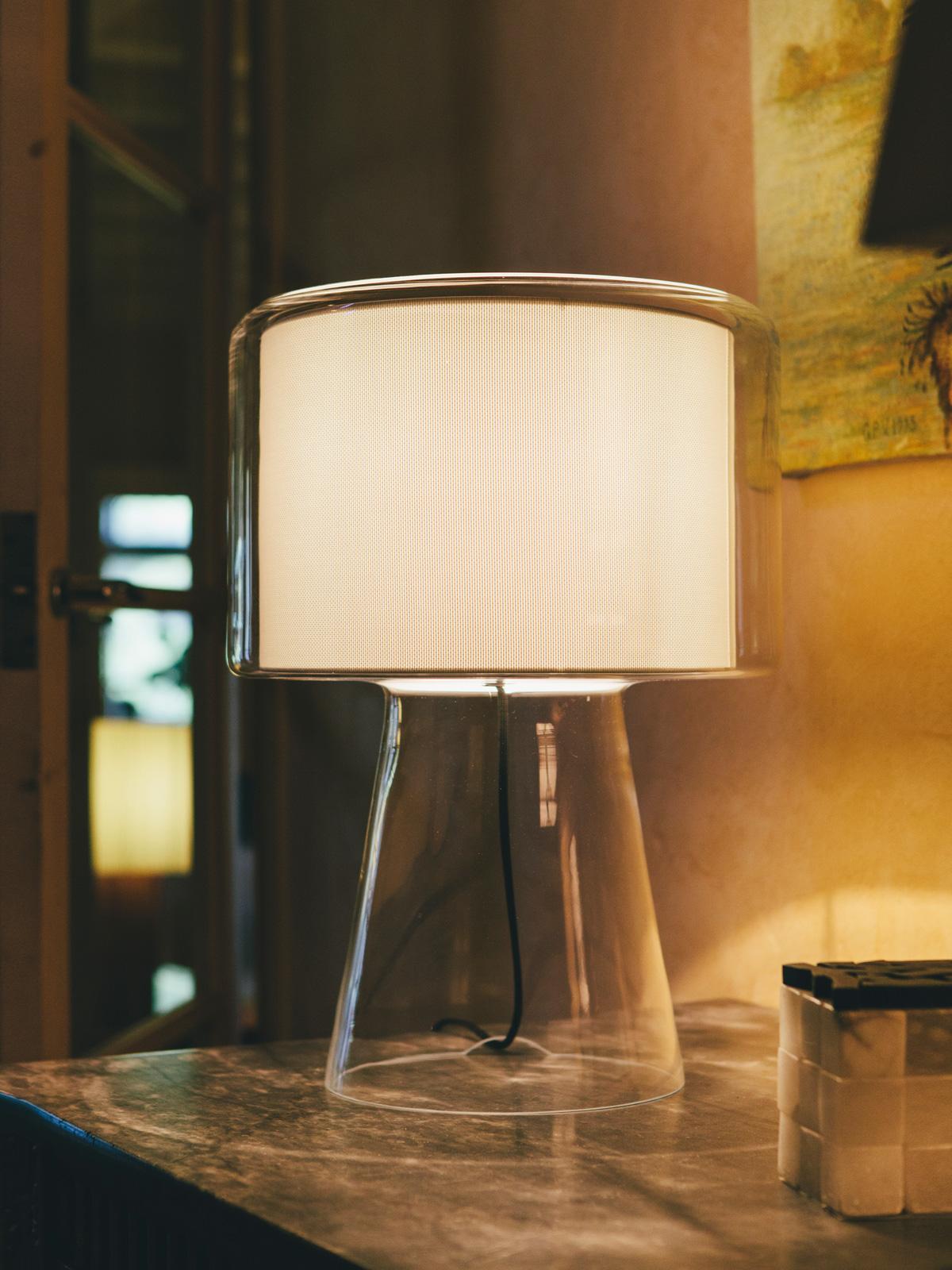 Mercer Tischleuchte Perlweiß auf Sideboard