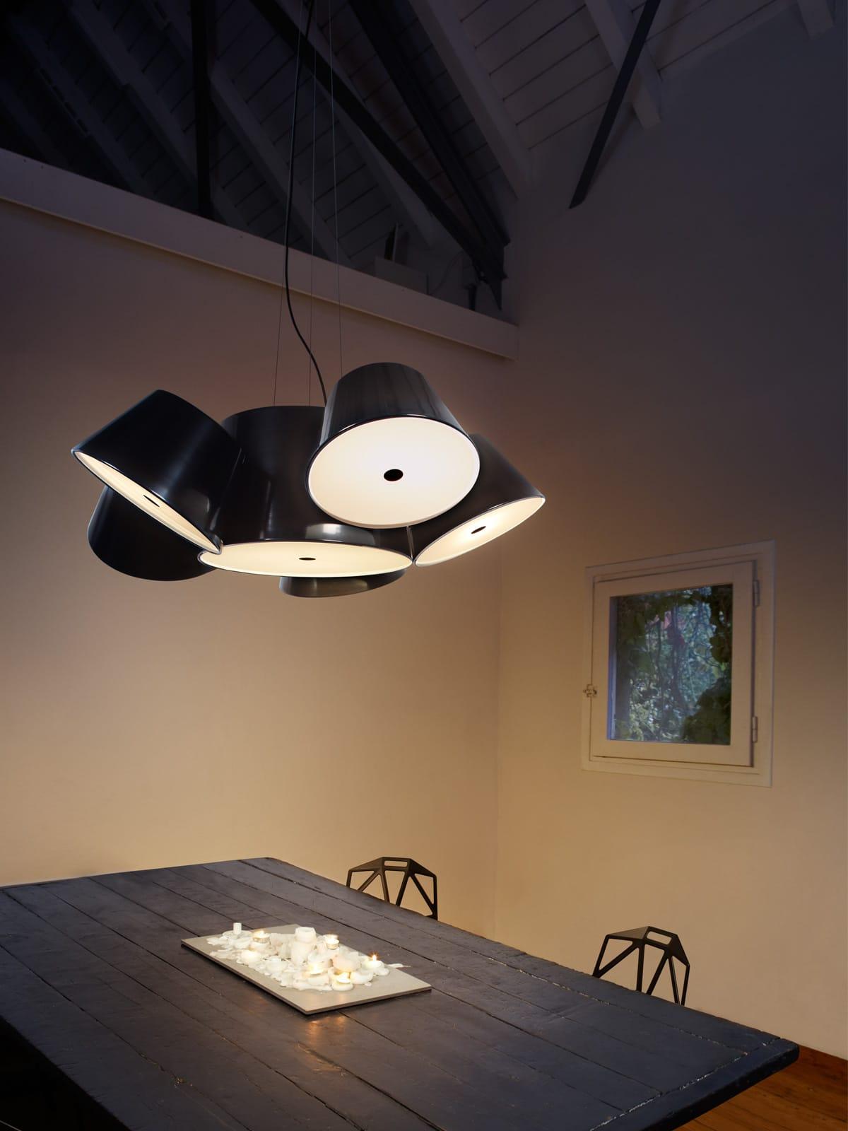 DesignOrt Blog: Designerleuchten in schwarzweiß Tam Tam mit 5 Satellitenschirmen