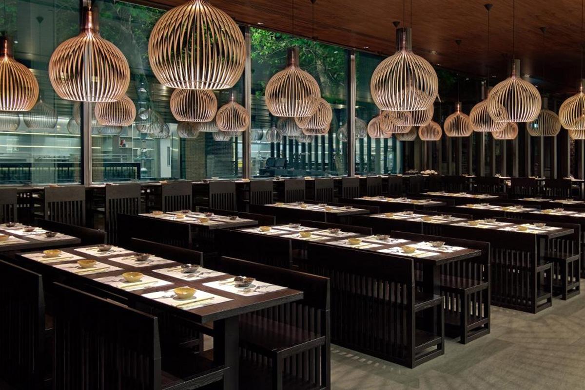 DesignOrt Blog: Große Pendelleuchten Secto Octo zur Beleuchtung iim koreanischen Restaurant Kimchee