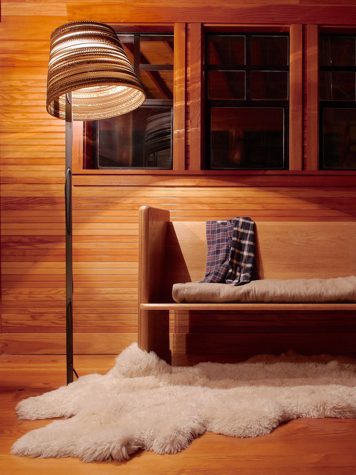 Scraplights tilt floor lamp im Raum