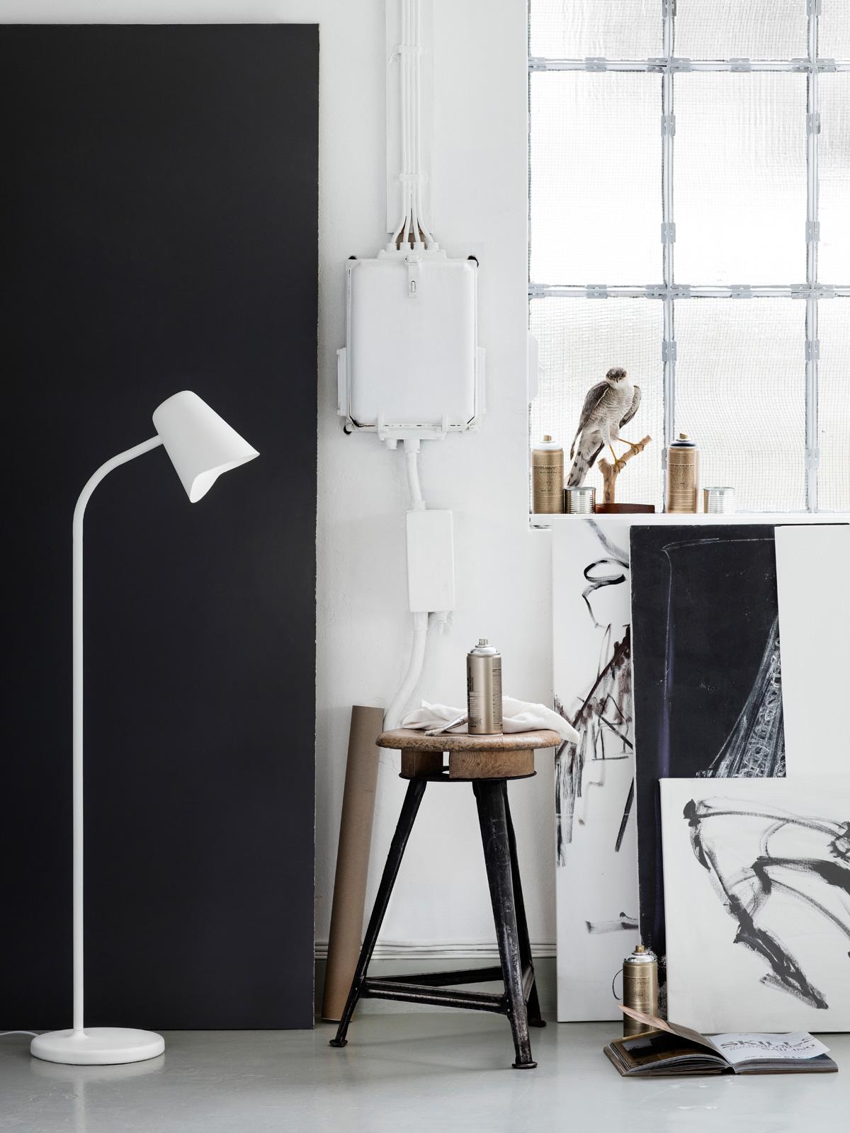 Stehlampe Me im Raum Morten und Jonas online kaufen DesignOrt Berlin