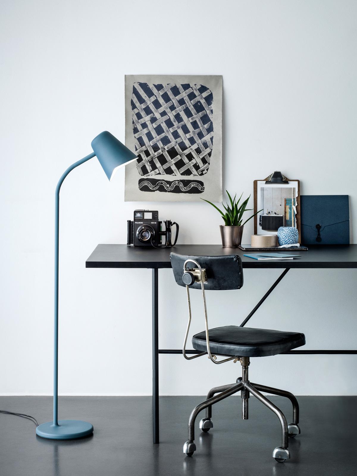 Blaue Stehlampe Me von Northern Lighting - neue Leuchten und Lampen Designort Onlineshop