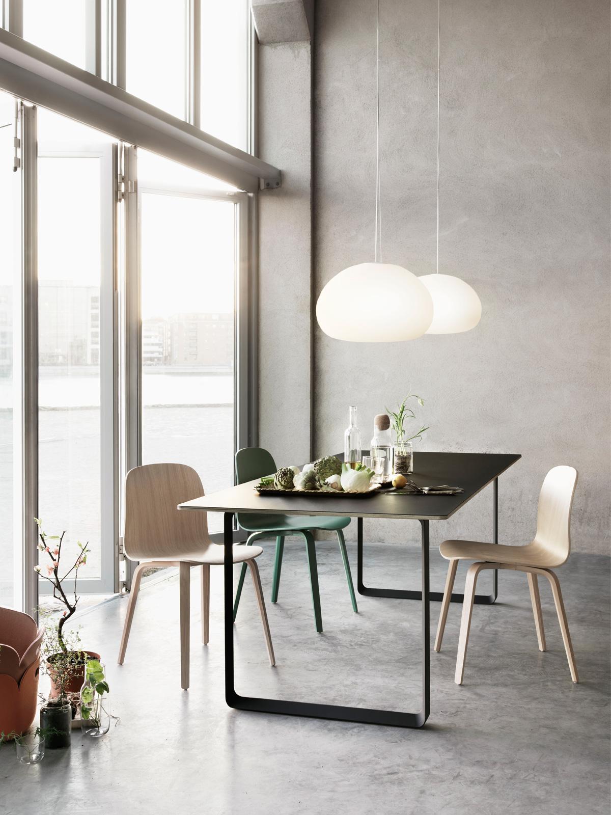 Fluid Hängeleuchten über Tisch DesignOrt Berlin