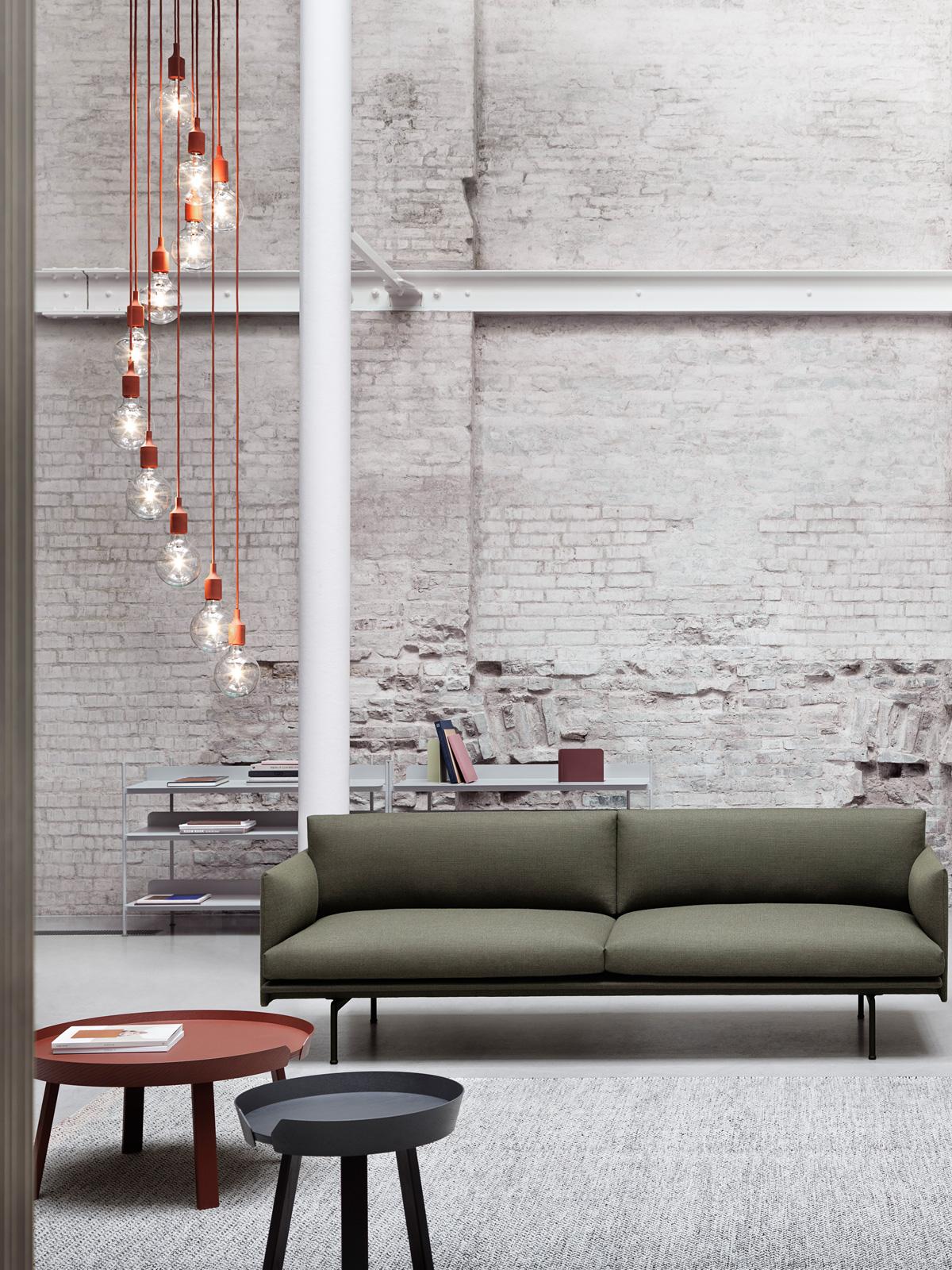 E27 Pendants in schöner Gruppenhängung von Muuto bei DesignOrt Berlin