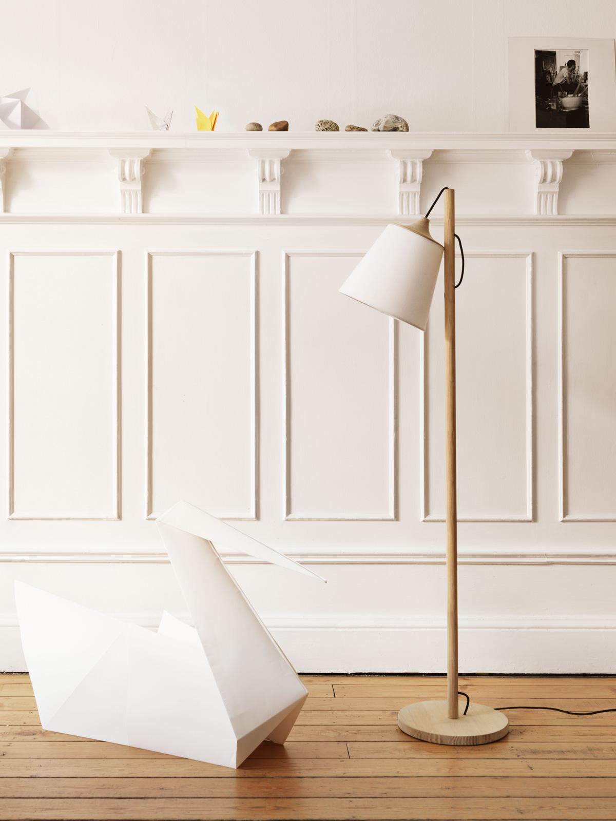 DesignOrt Blog: Ausgefallene Designerleuchten Stehlampe aus Holz von Muuto, Pull