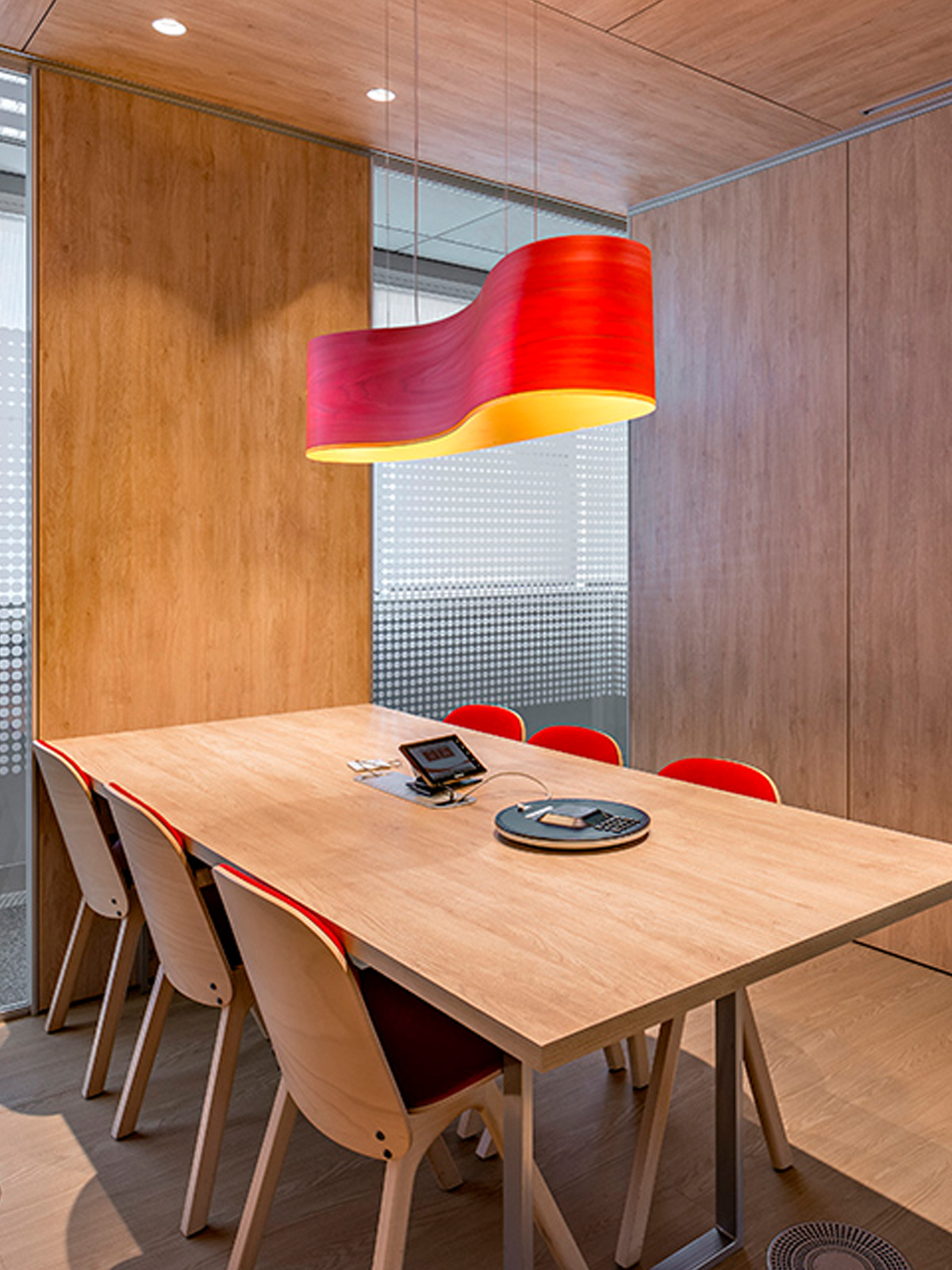 DesignOrt Blog: LZB Lampen Pendel Lampe New Wave von LZF im Büro