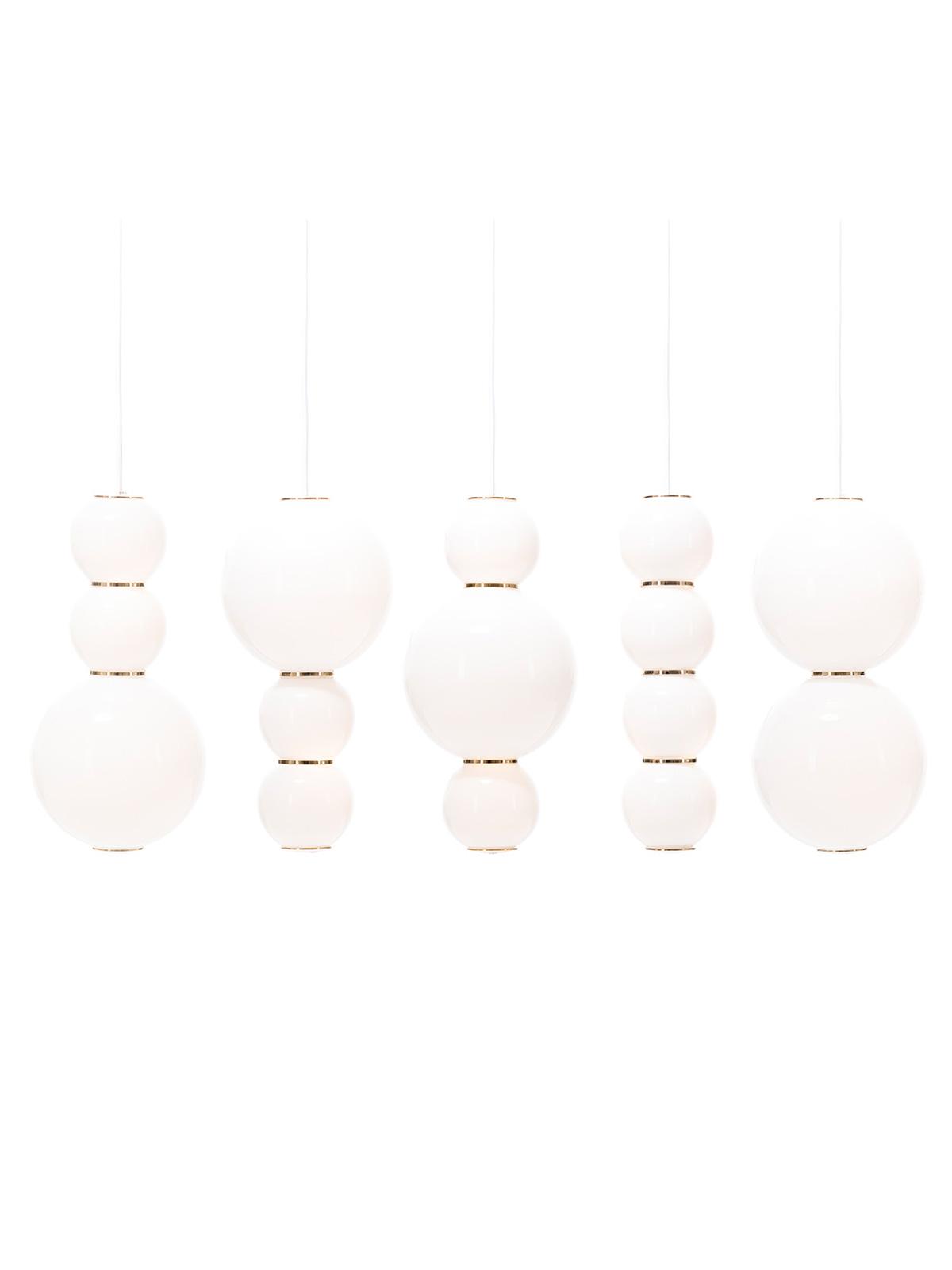 fünflammiger LED Lüster aus Opalglas Pearls Chandelier Formagenda