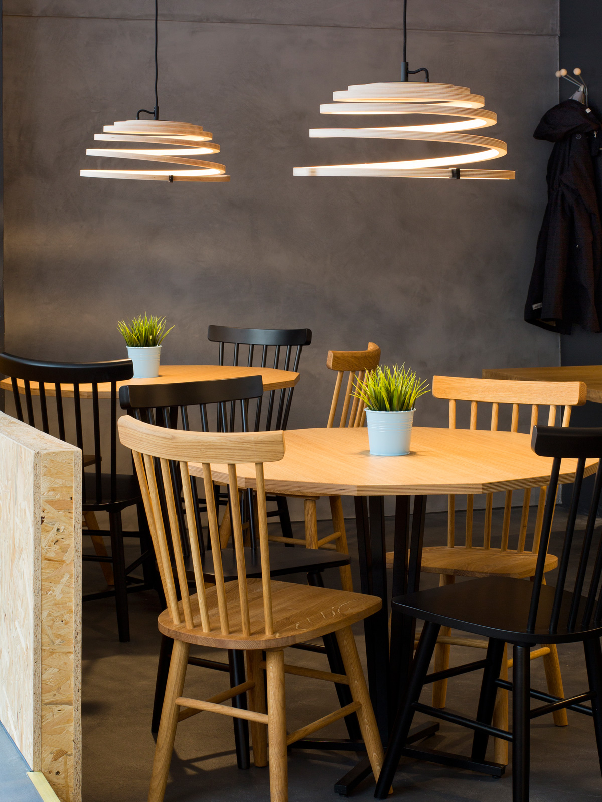 Secto Aspiro 8000 Holzlampe aus nachhaltiger Forstwirtschaft