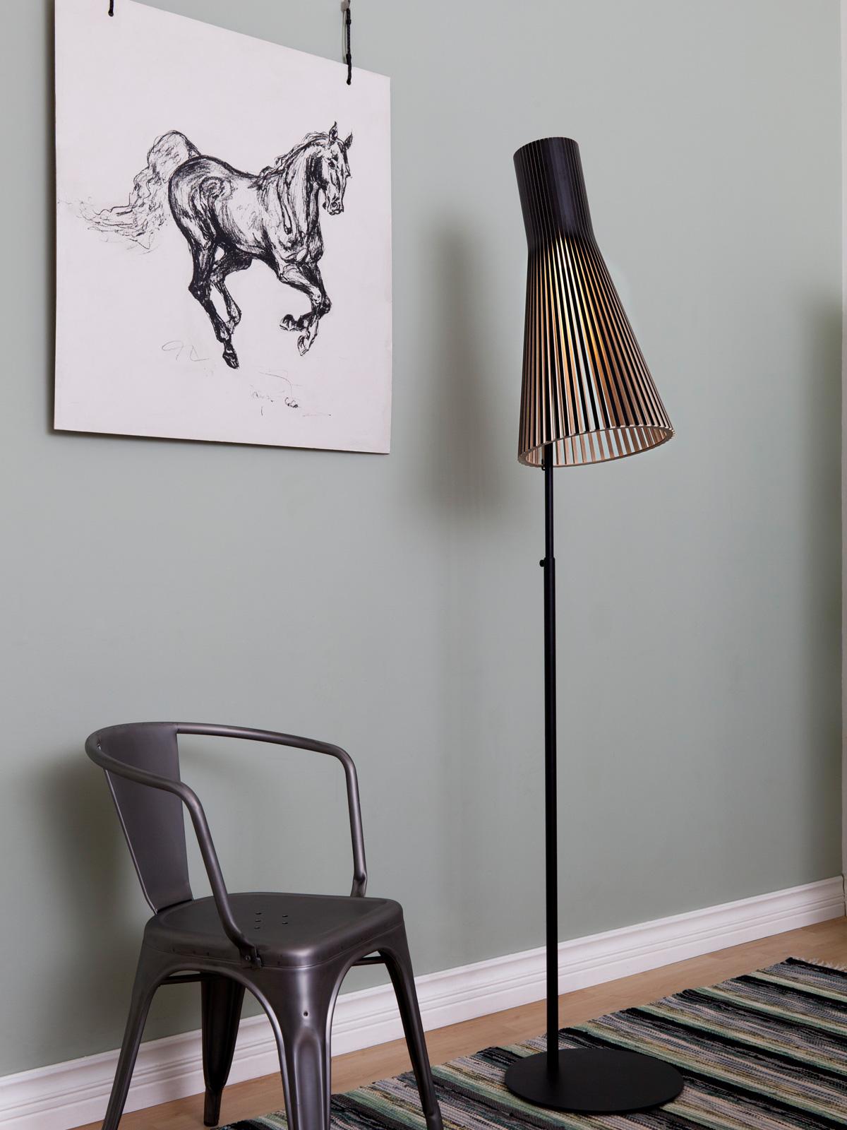 Stehlampe Secto 4210 von Secto Design mit Birkenholz aus nachhaltiger Forstwirtschaft