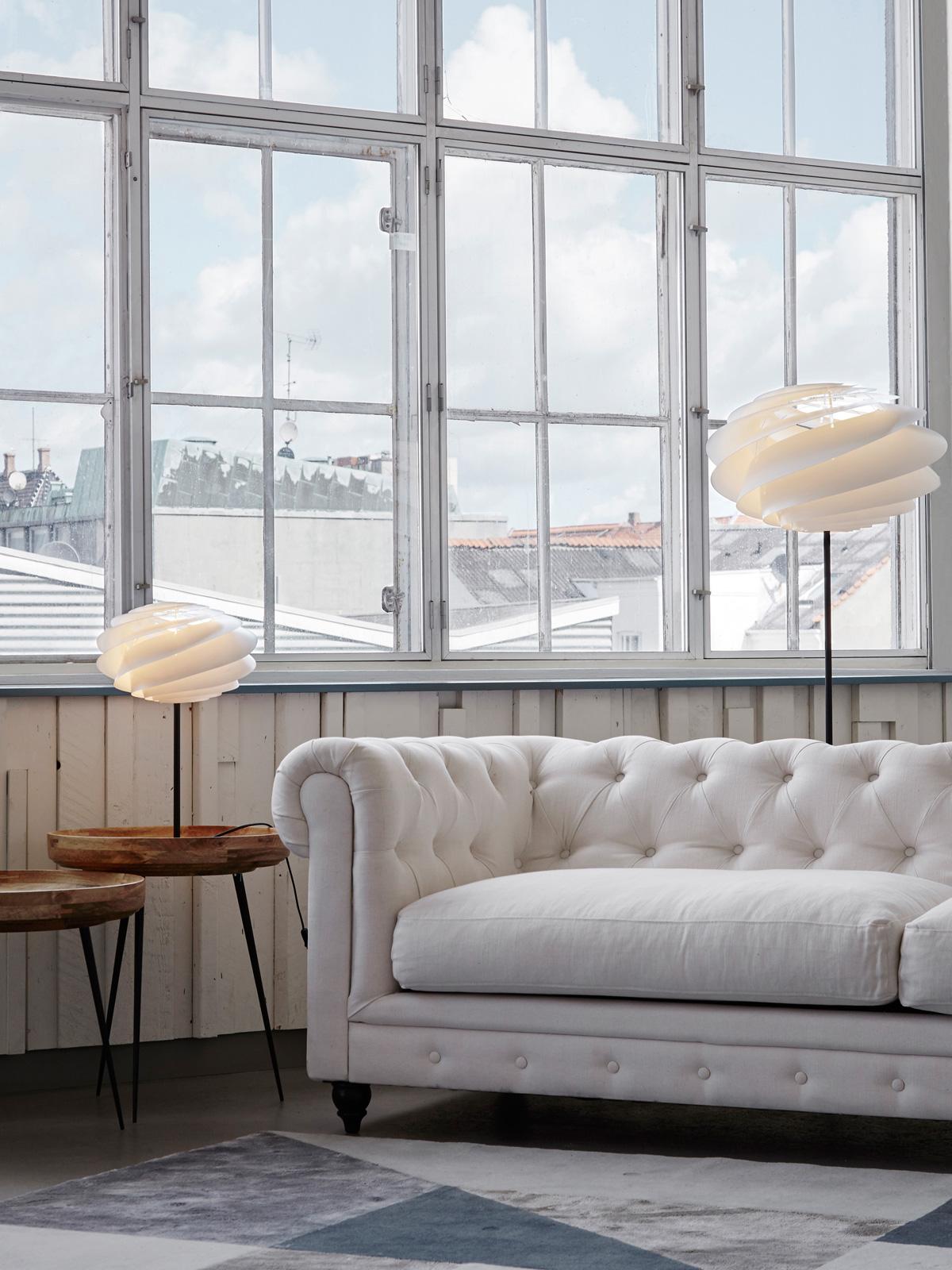 Stehleuchte Swirl Floor und Tischlampe Swirl Table von Le Klint