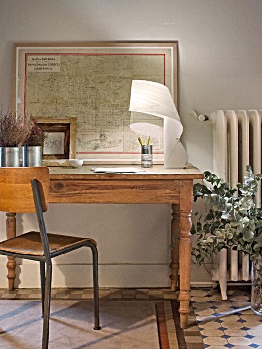 Tischleuchte LZF Air aus nachhaltigem Furnierholz spanisches Design