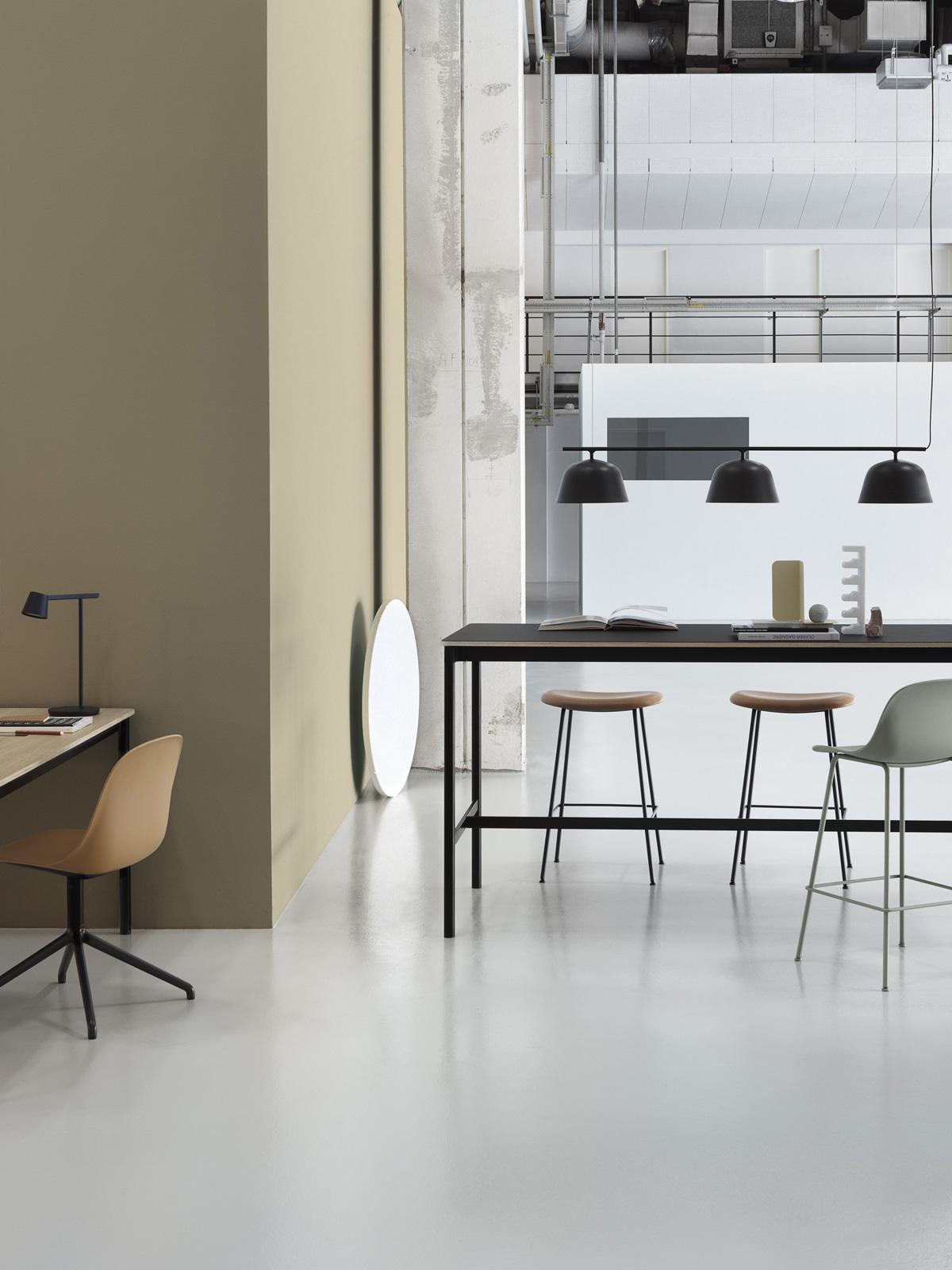 DesignOrt Blog: Designer im Portrait Dreiflammige Leuchte Ambit Rail und Tischleuchte Tip von Muuto