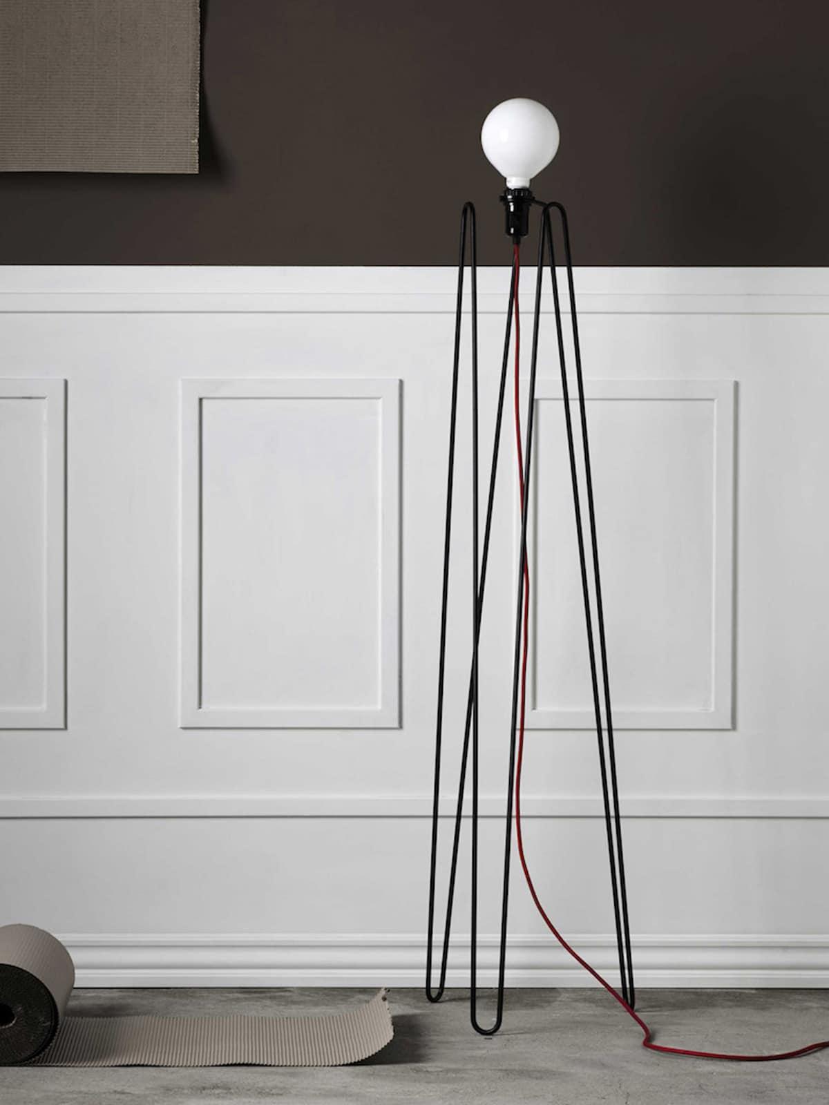 Grupa Stehlampe Model aus Stahl mit bunten Kabeln