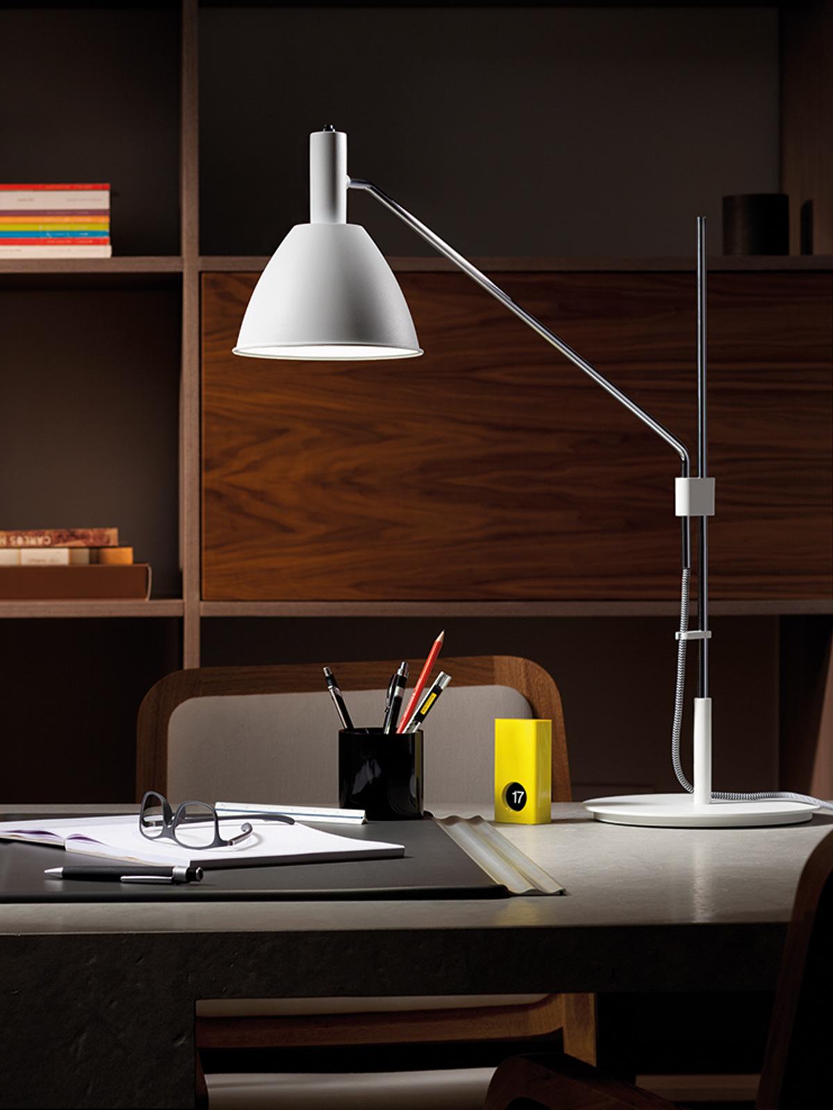 DesignOrt Blog: Schreibtischlampen Bauhaus T Lumini Tischlampe