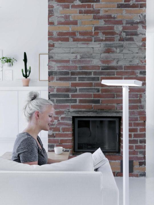 Innolux Stehleuchte Valovoima F als Stehleuchte und Lichtdusche für Therapielicht