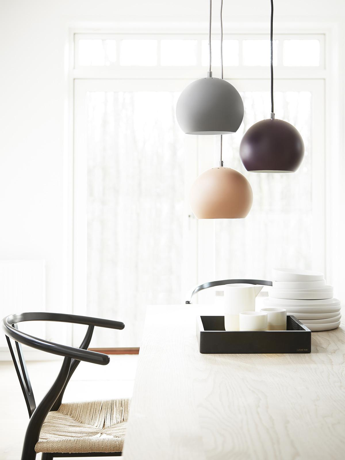 DesignOrt Blog: Drei Leuchten hängen Pendelleuchte Ball von Frandsen