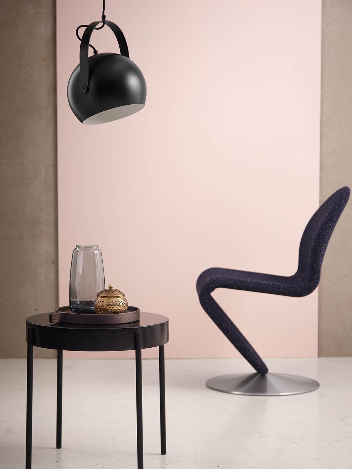 DesignOrt BLog: Designerleuchten mit variablem Lampenschirm Ball Handle von Frandsen