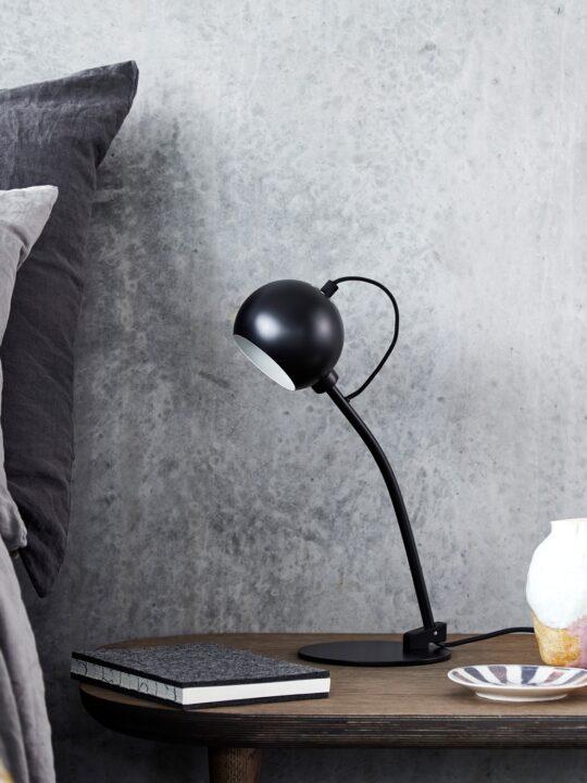skandinavische Tischleuchte Ball Table Frandsen Designort
