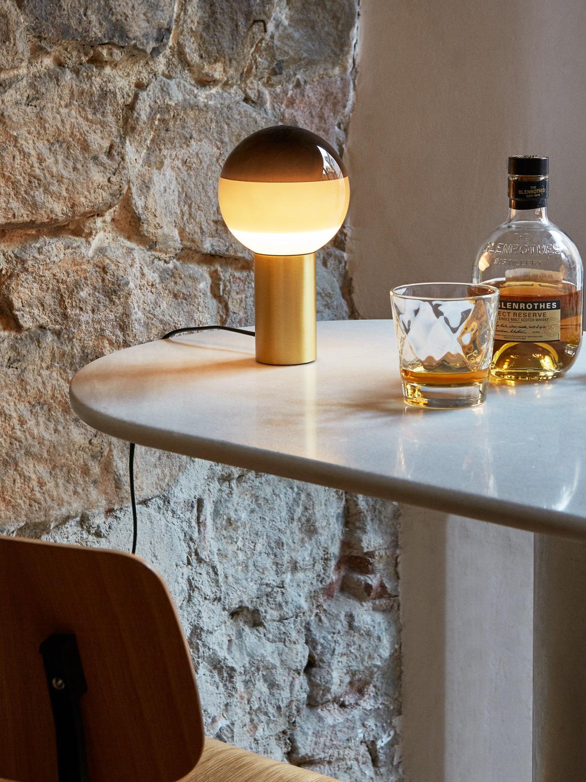 Marset Dipping Light Tischleuchte mit gefärbtem Glas