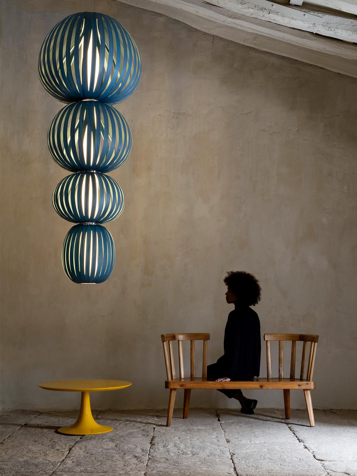 DesignOrt Blog: große Lampen & Leuchten Totem 4 in Blau LZF Lamps