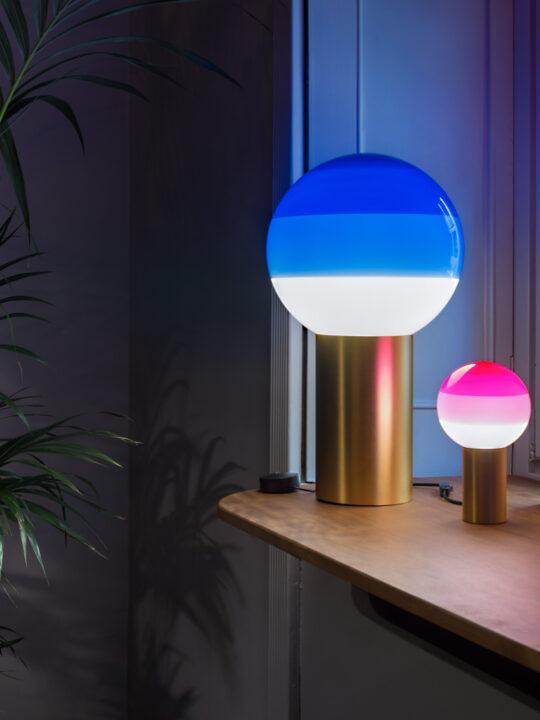 DesignOrt Lampenblog: Trend Farbige Leuchten Dipping Light Marset Blau Pink