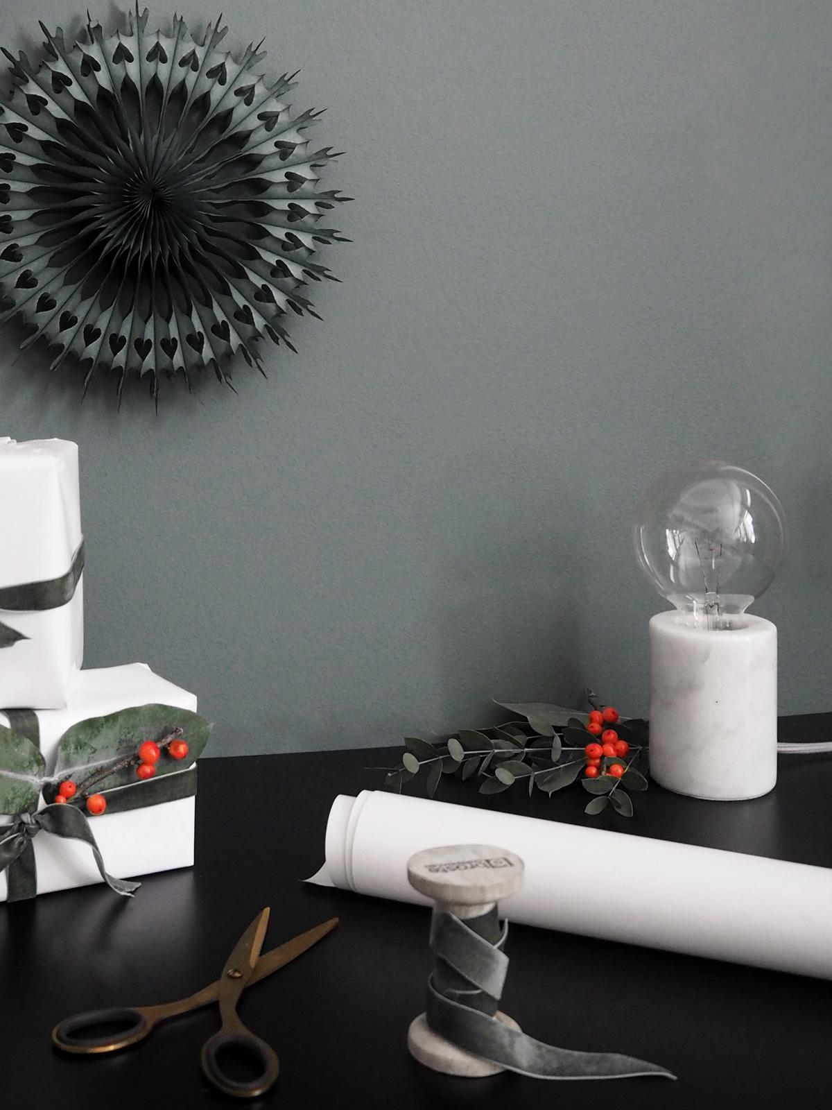 Frandsen Bristol Tischleuchte Marmor Weiß