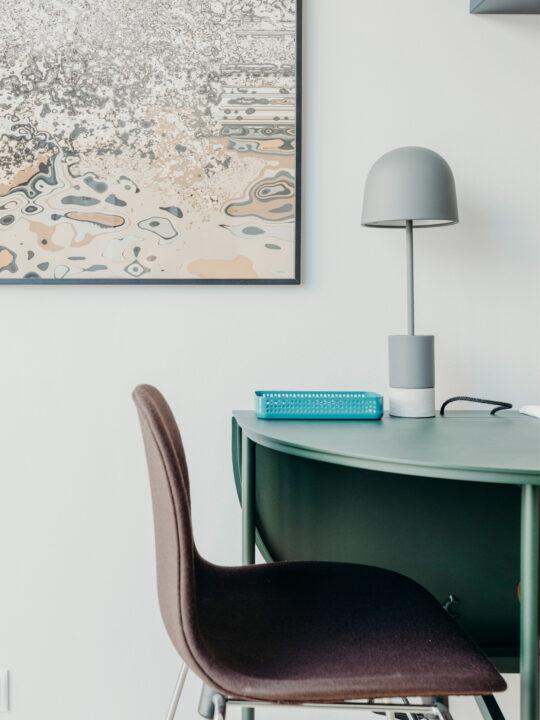Frandsen Pen Tischleuchte mit Ablage Designort Onlineshop