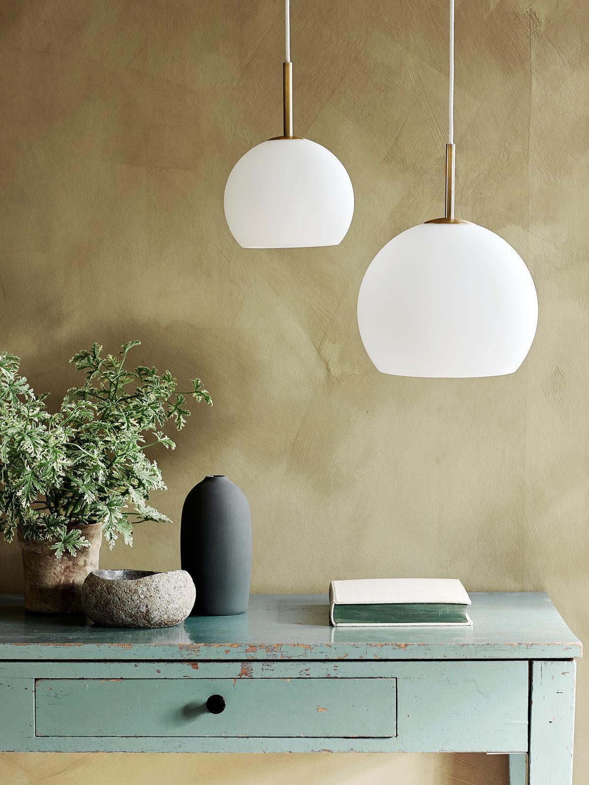 Frandsen Ball Glas Milchglas Lampen DesignOrt Lampen Berlin