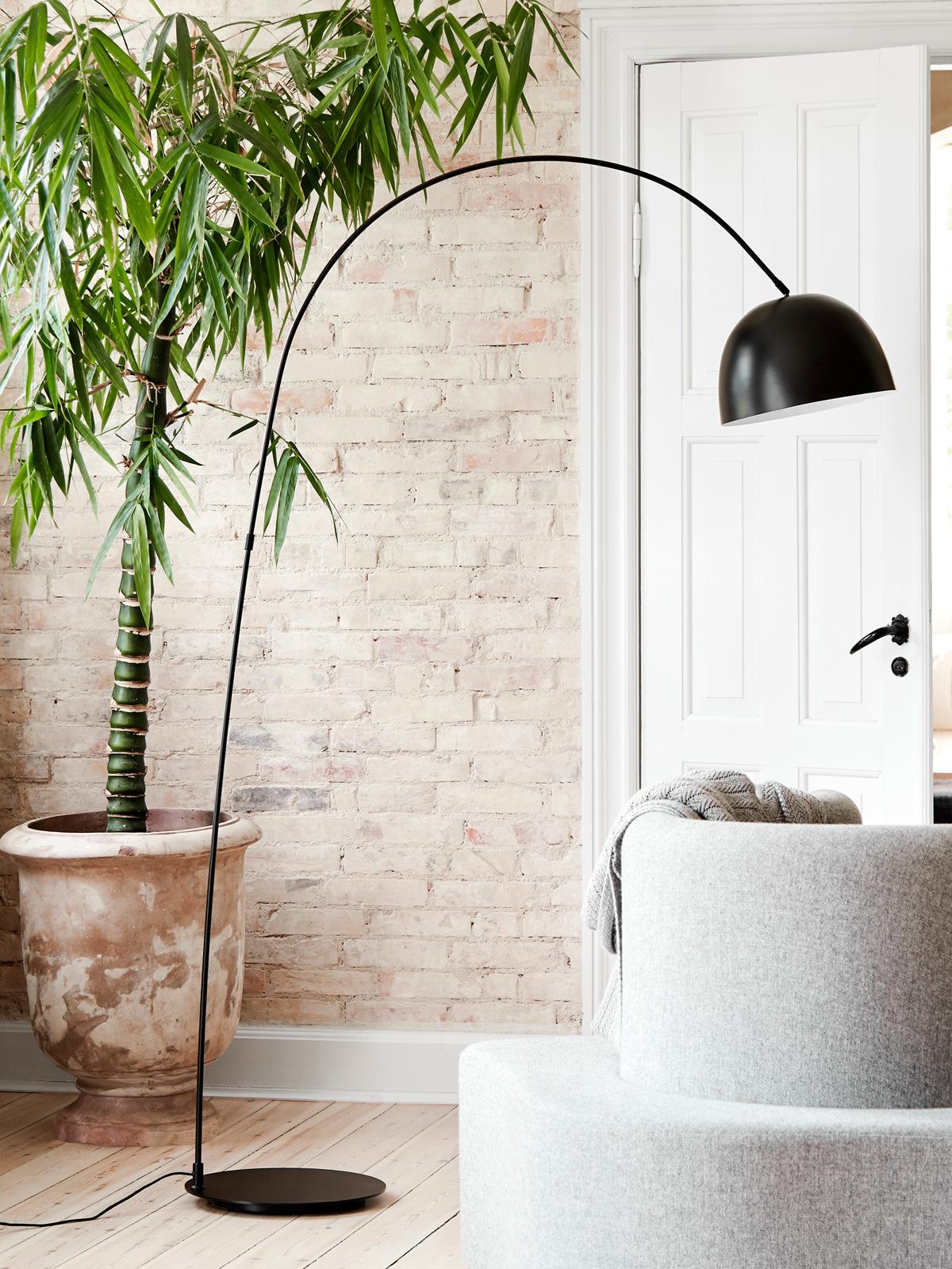 DesignOrt Blog: Frandsen Bogenleuchte Stehlampe Matt Schwarz skandinavisch DesignOrt