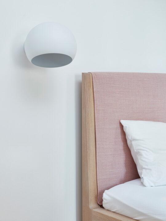 NYTA Tilt Globe Wall Short Wandleuchte mit drehbar Lampenschirm