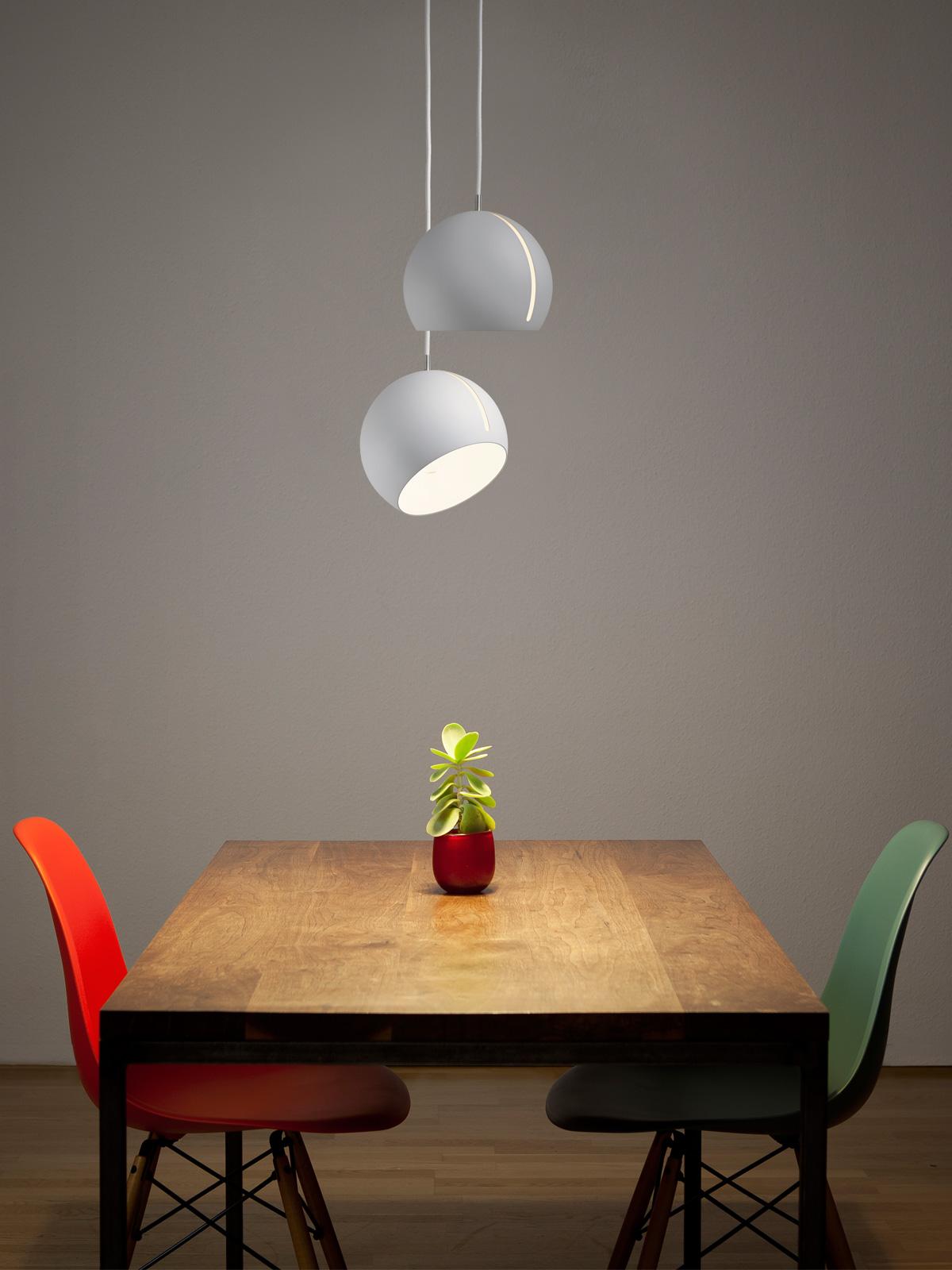 DesignOrt Blog: Best of Designduos - Tilt Globe über Tisch NYTA
