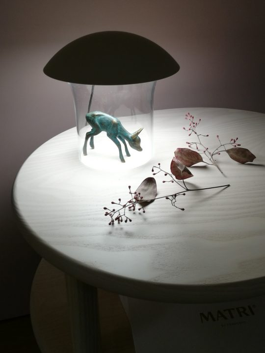 Innolux Leiju Tischlampe mit durchsichtigem Fuß für kleine Dinge skandinavisch Design