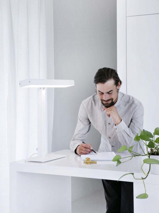 Innolux Bright Light Device Valovoima Tischleuchte Lichttherapie Lichtdusche Wellness Lampe