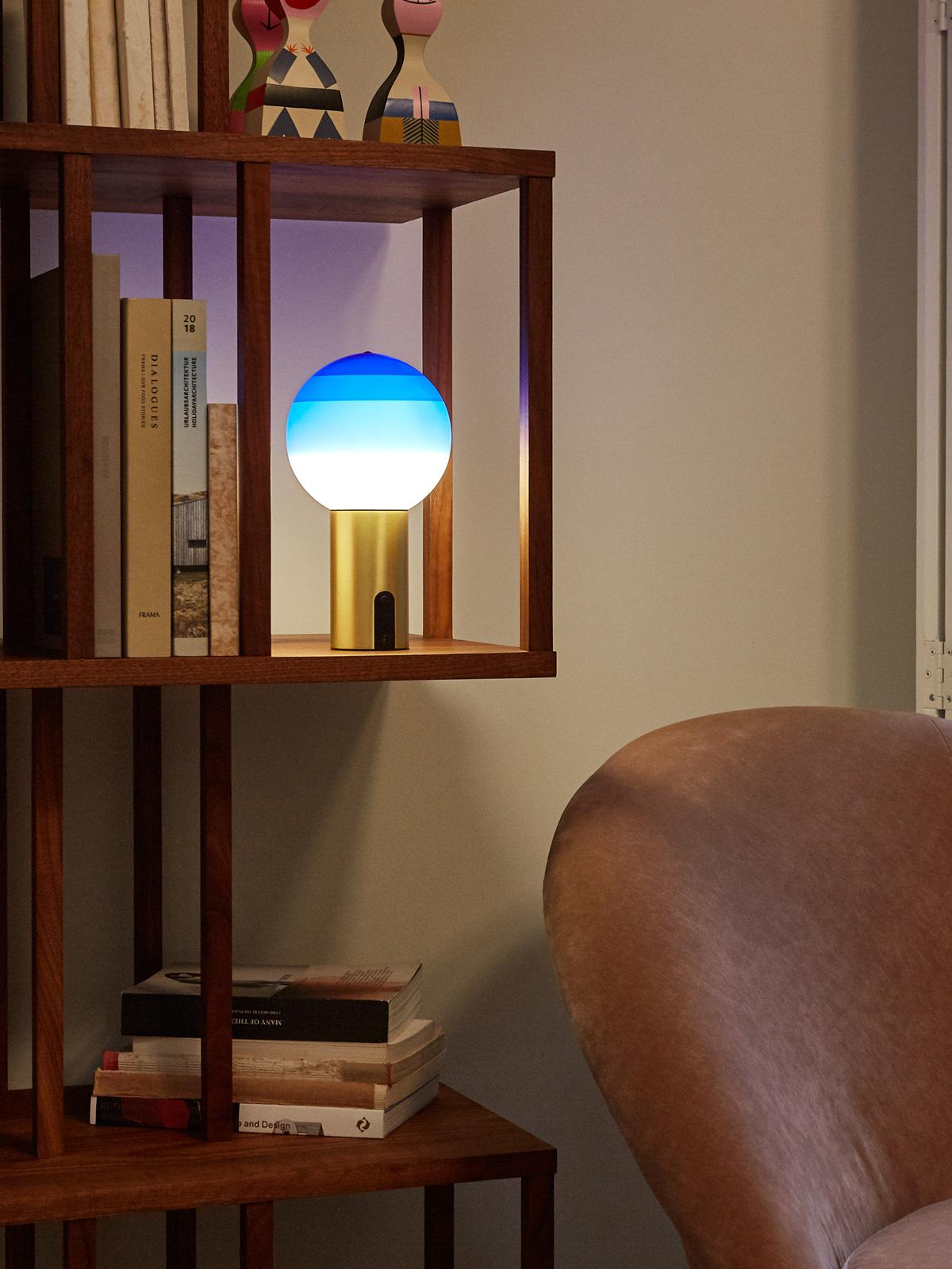 Dipping Light Portable Marset tragbare Akkuleuchte in buntem Glas DesignOrt Onlineshop Lampen Designerleuchten Berlin