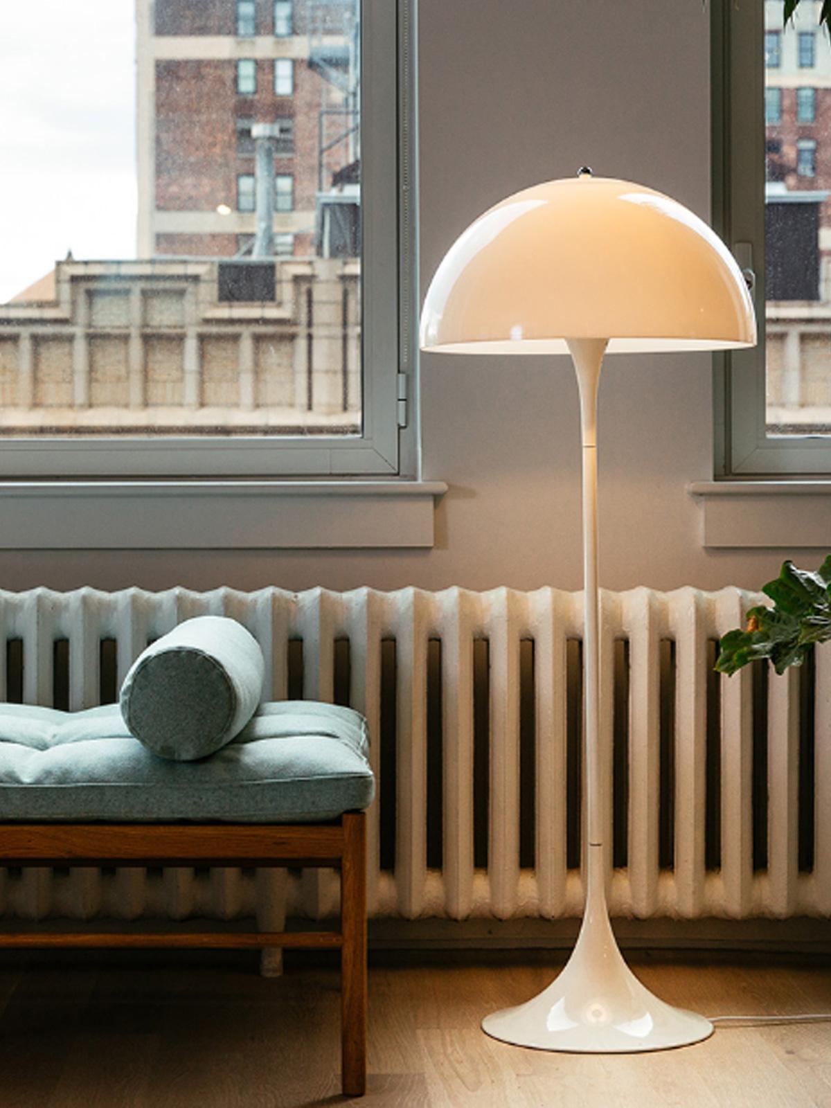 skandinavischer Designklassiker Panthella Stehleuchte Louis Poulsen DesignOrt Onlineshop Licht Leuchten Lampen