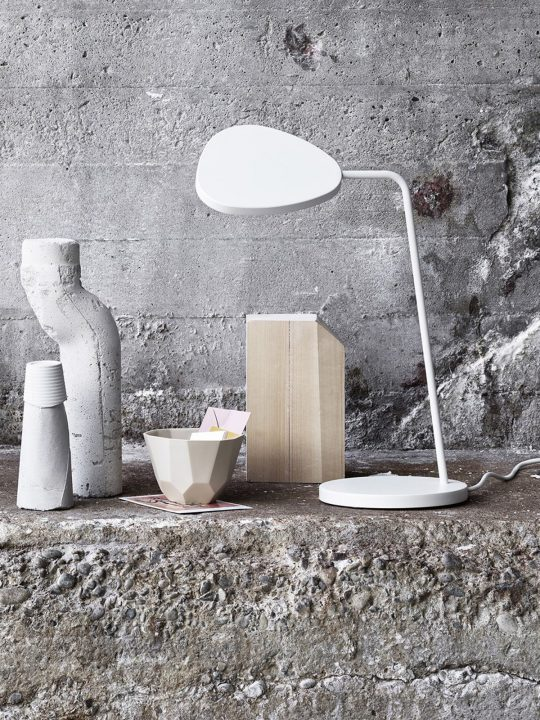 Leaf Table LED Tischlampe muuto DesignOrt Onlineshop Lampen Berlin