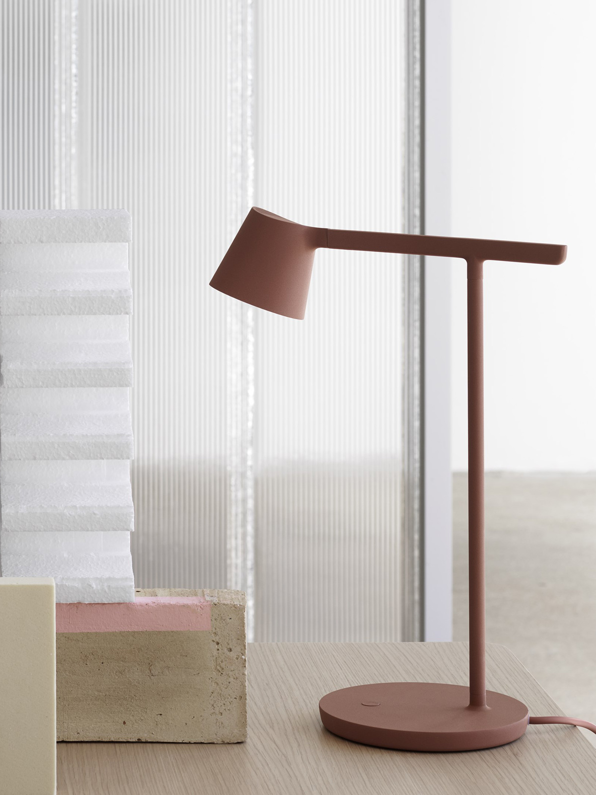 Tip muuto LED Tischlampe Rost Rot DesignOrt