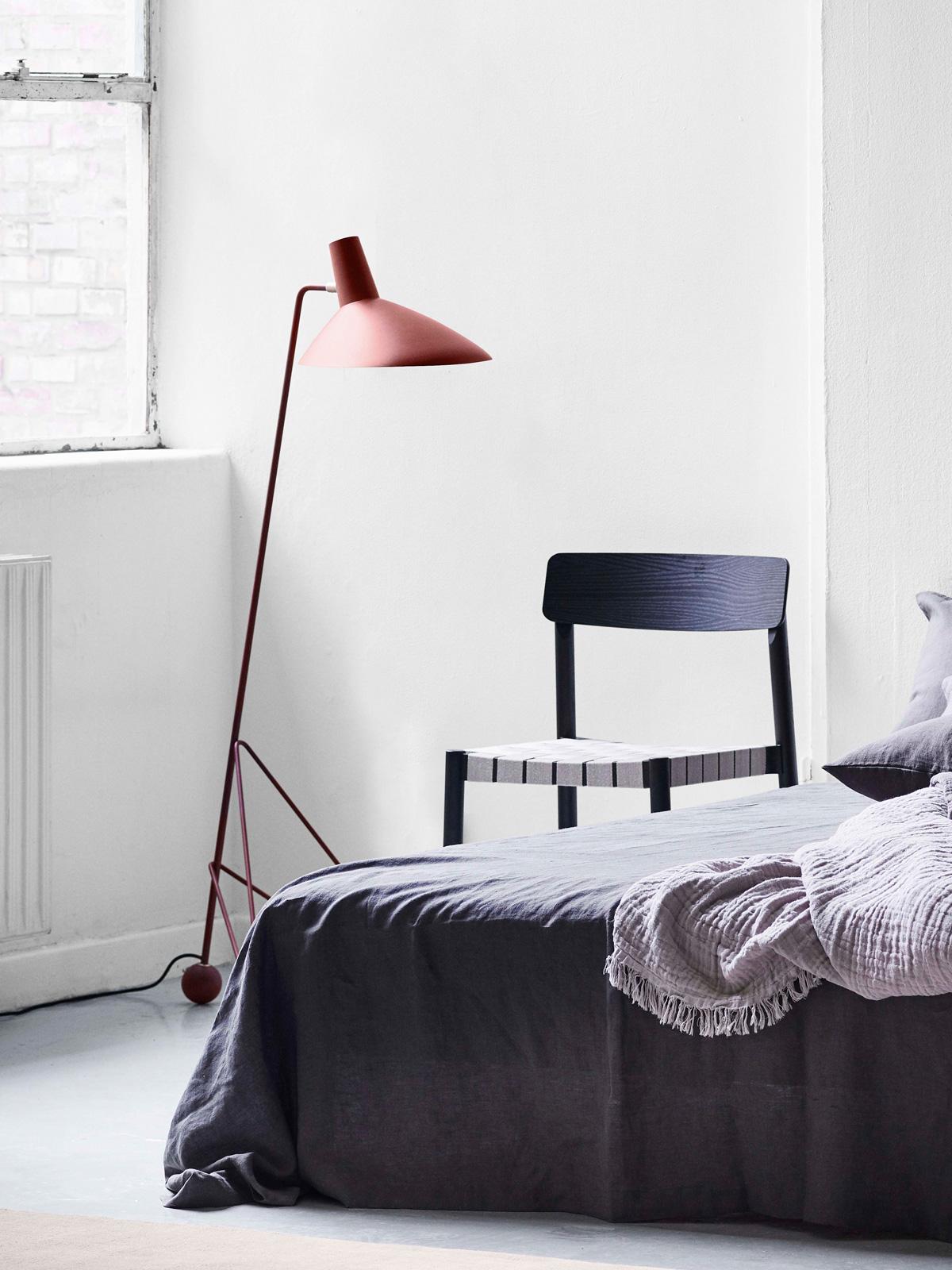 DesignOrt Blog: Trend. Farbige Leuchten Tripod HM8 &tradition DesignOrt Onlineshop Lampen Berlin