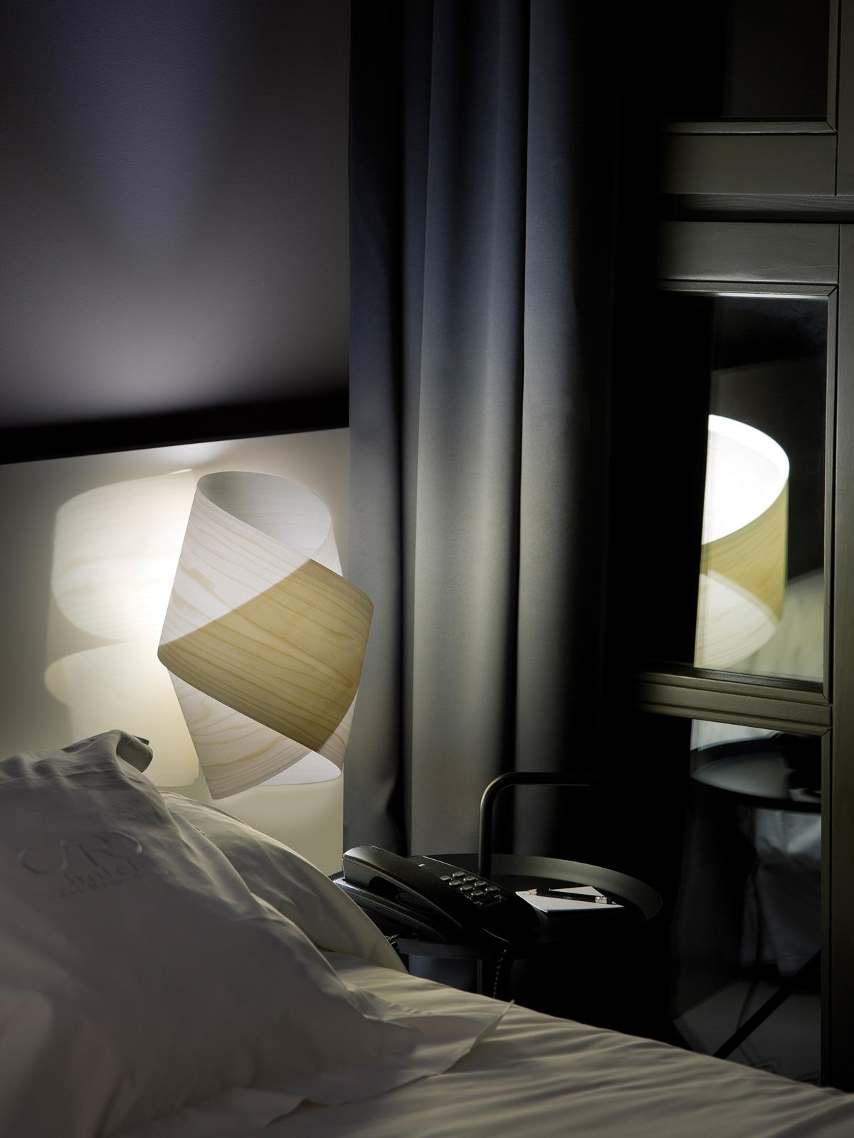 LZF Orbit Wandleuchte Holz Furnier DesignOrt Lampen Berlin