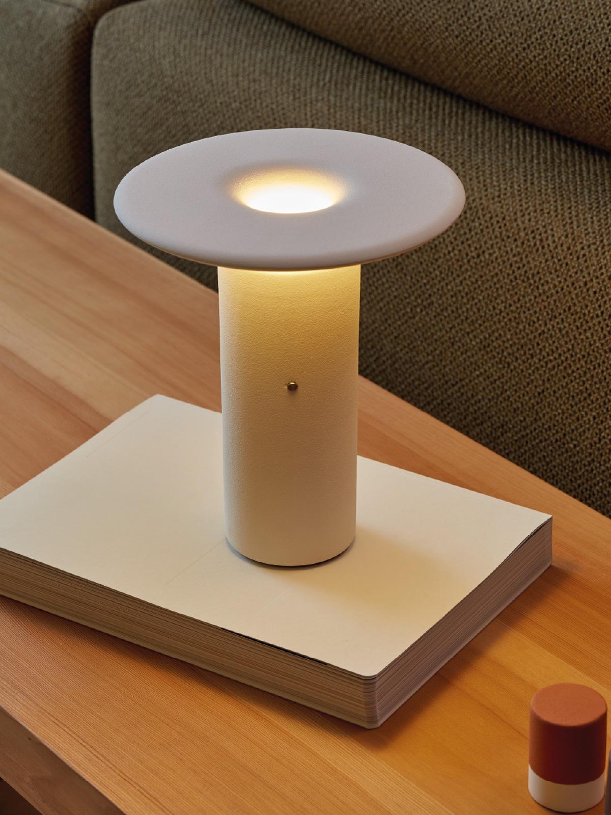 DesignOrt Blog: Tischleuchte aufladbar Nais von Pott aus Keramik