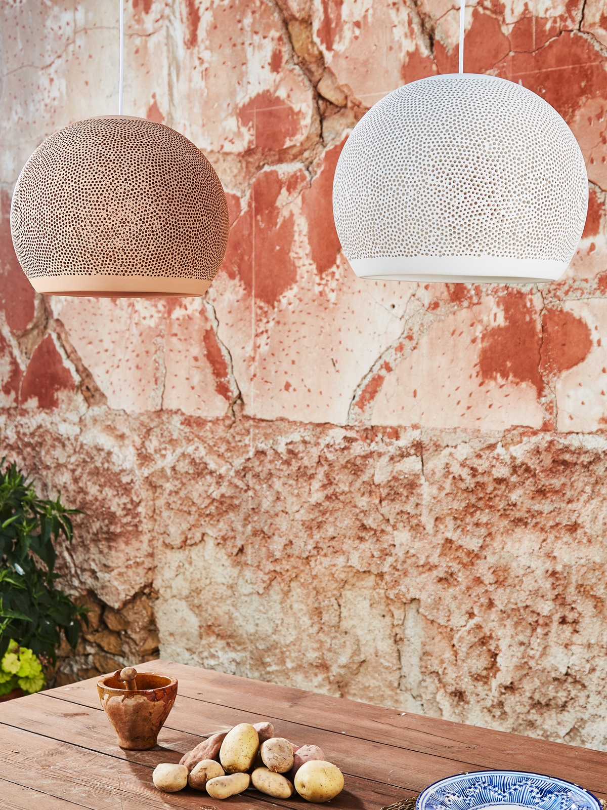 SpongeUp Terrakotta und Weiß Pott Leuchten aus Keramik DesignOrt Berlin Lampen