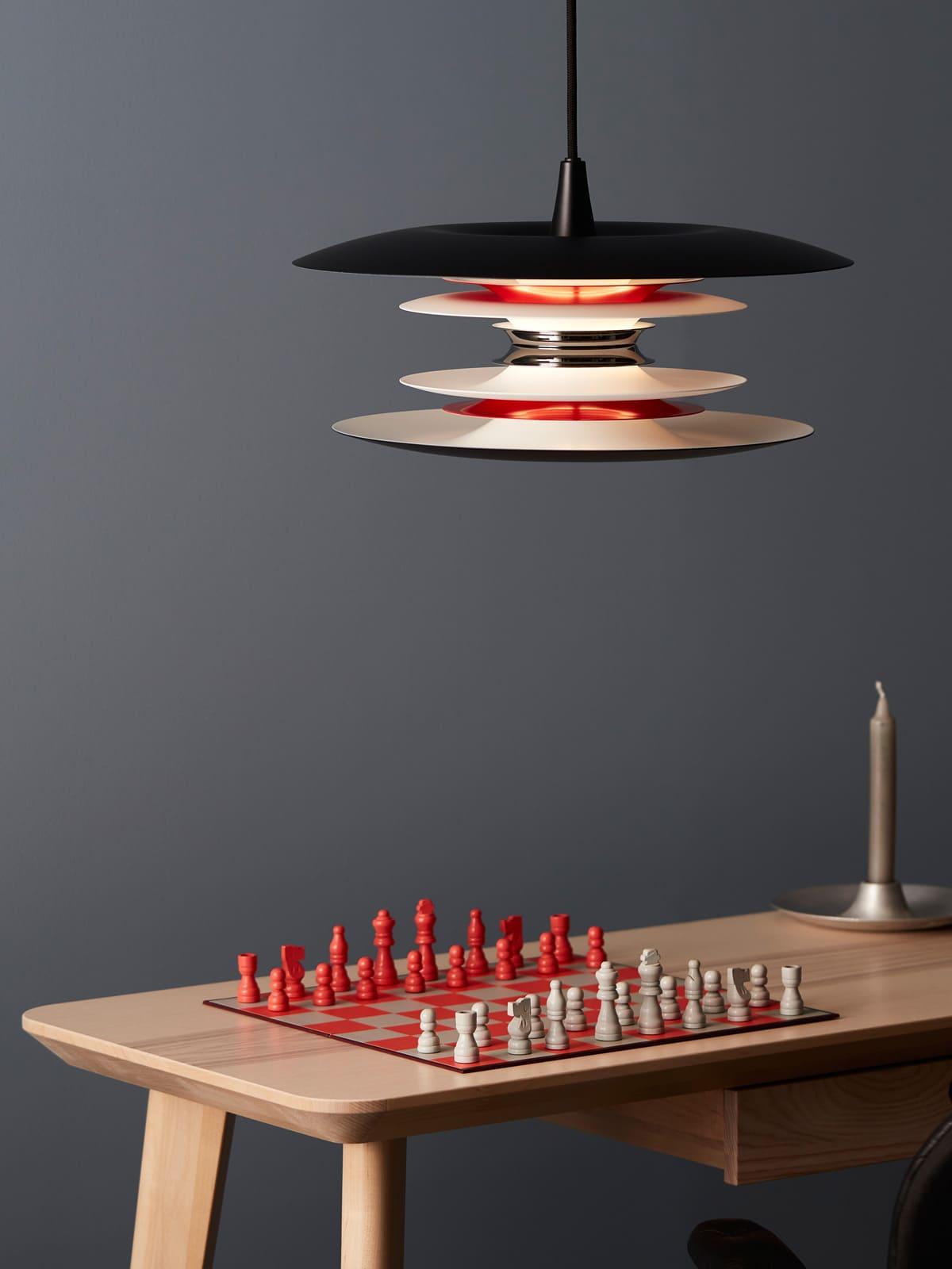 DesignOrt Lampen Blog: Diablo Lampenfamilie - Pendelleuchte Diablo in Schwarz und Rot von Belid