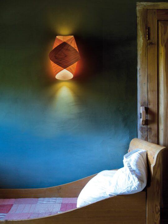 LZF Orbit Wandleuchte aus Holz DesignOrt Lampen Berlin